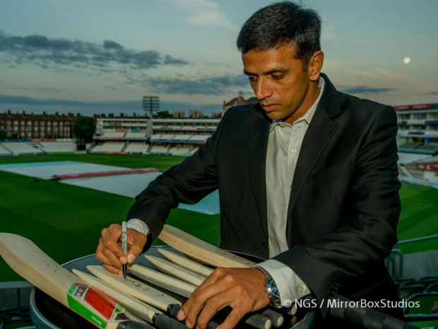 Rahul Dravid signing cricket bats during ESPNcricinfo event at OVAL